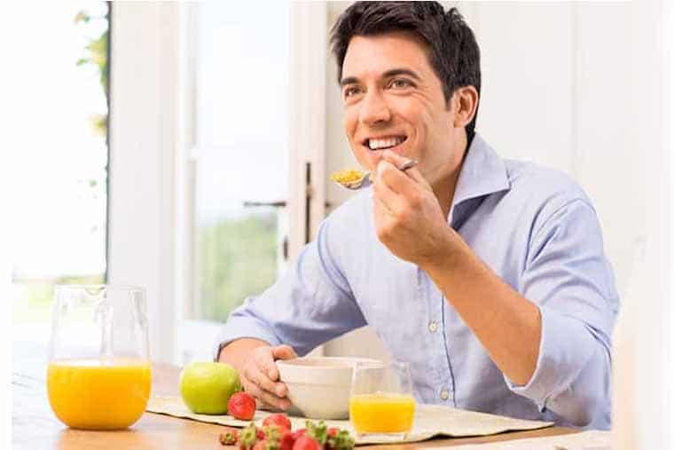 Ăn uống khoa học, bổ sung nhiều rau củ và vitamin là tốt nhất