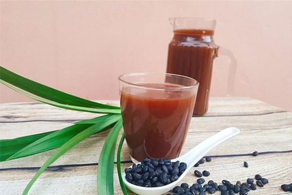 Mẹ ăn gì để sữa mát? Nước đậu đen rang giàu dinh dưỡng giúp sữa mẹ thanh mát sánh đặc hơn