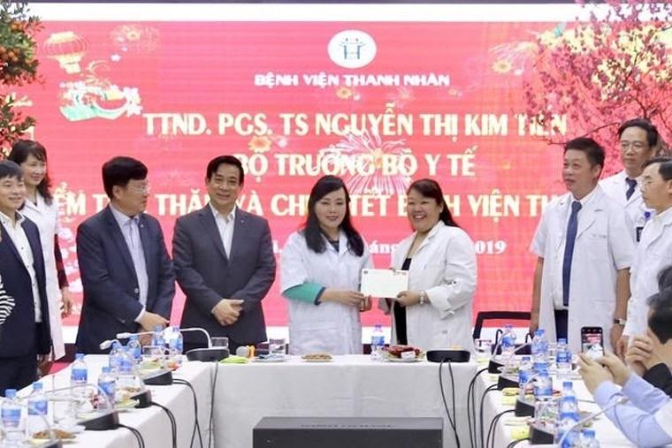Nguyên bộ trưởng Bộ y tế đến thăm bệnh viện Thanh Nhàn