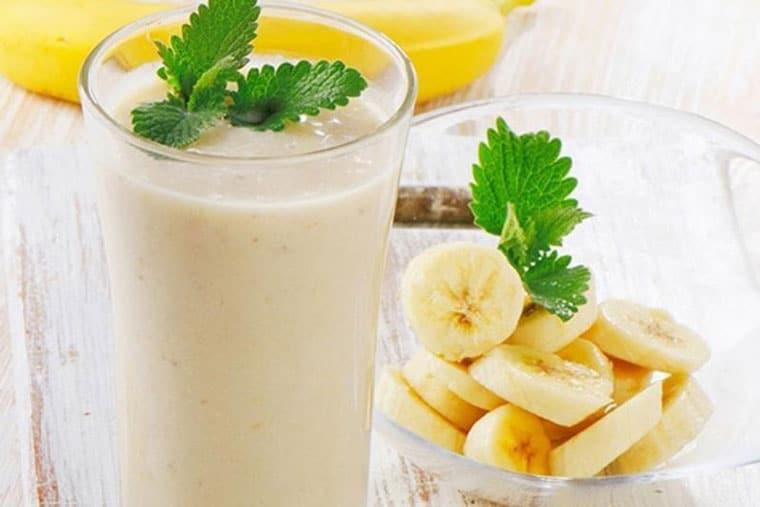 Sinh tố chuối cung cấp nhiều dưỡng chất để mẹ nhiều sữa