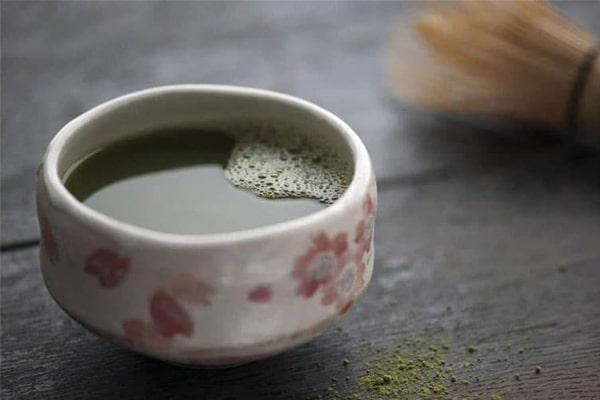 Uống nước Đinh Lăng giúp thông tắc tia sữa