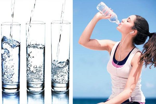 Uống đủ 2 lít nước tốt cho cơ thể, tăng tiết dịch âm đạo