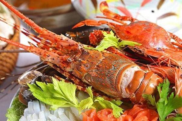 Hạn chế ăn hải sản khi bị khô âm đạo