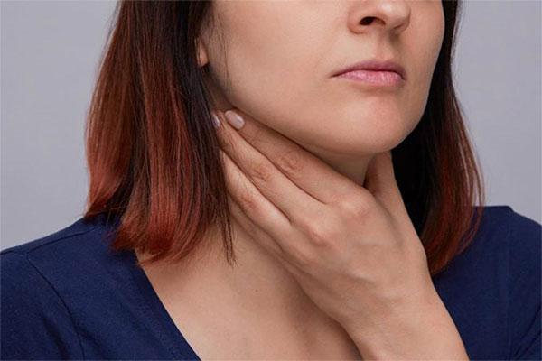 Bệnh viêm họng hạt gây cảm giác vô cùng khó chịu