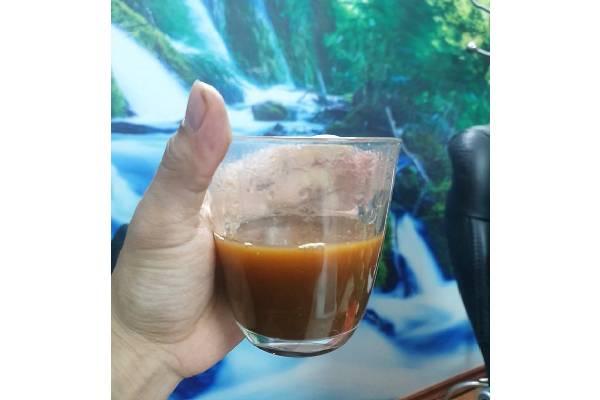 Cao Gắm khi pha với nước sôi có màu gần giống màu cafe