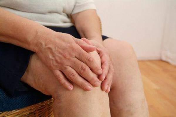 Các cơn đau khớp là biểu hiện của bệnh gout