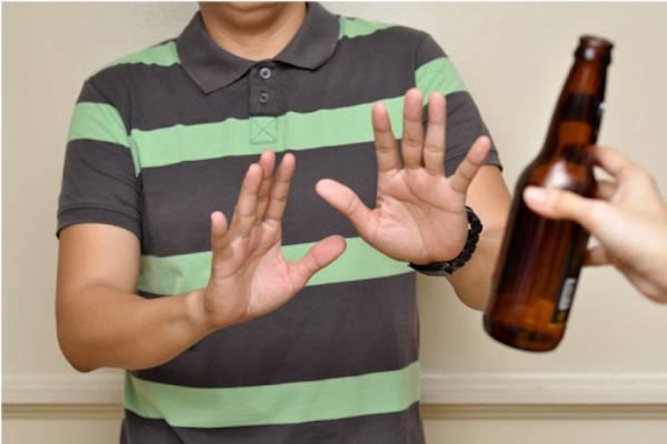 Người bị gout cần hạn chế rươu bia