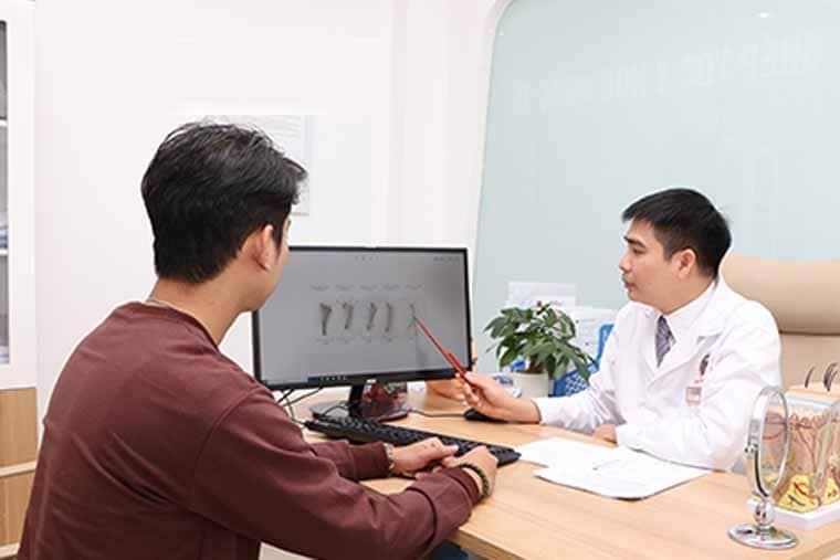Nên đi khám bác sĩ để biết rõ bệnh gây ra tình trạng rụng tóc của mình