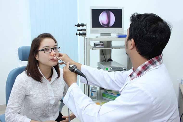 Người bệnh nên đến các cơ sở y tế để được khám và điều trị viêm mũi xuất tiết triệt để
