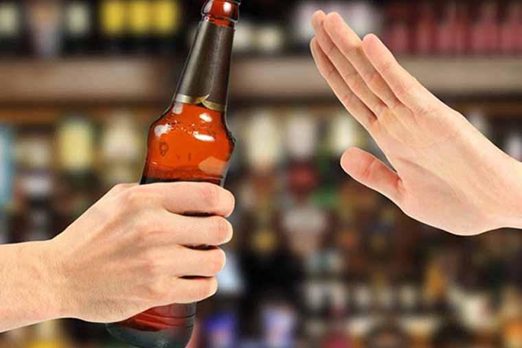 Người mắc bệnh xoang không nên sử dụng rượu bia và các chất kích thích
