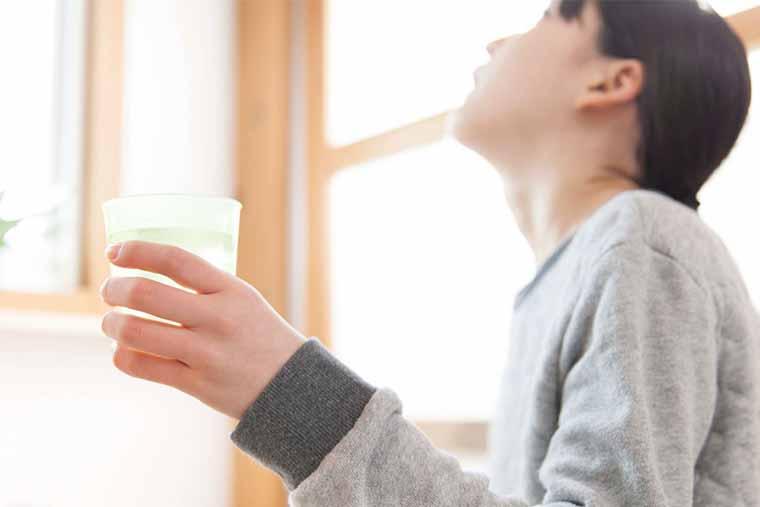 Thường xuyên súc họng bằng nước muối là các phòng tránh bệnh viêm họng hiệu quả