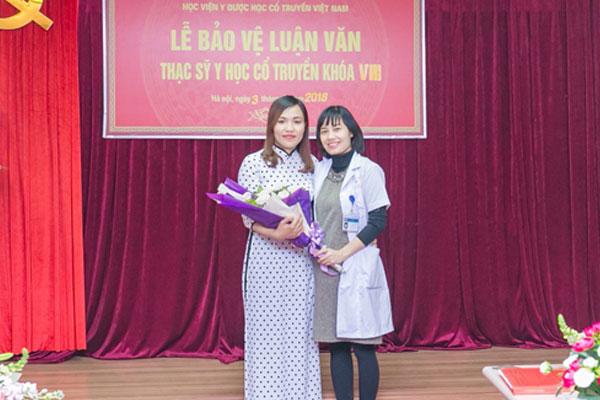 Bác Sĩ: Nguyễn Thị Phượng tại lể bảo vệ luận văn thạc sĩ YHCT khóa VIII