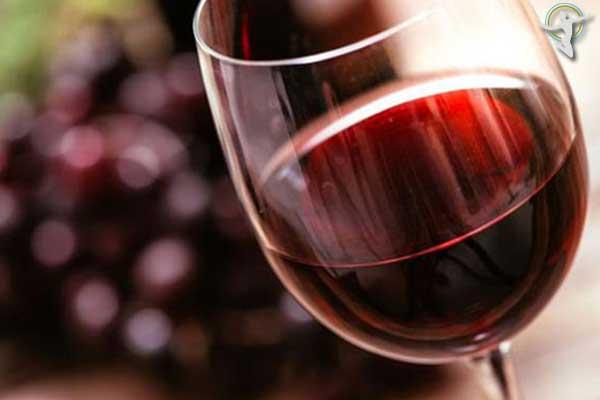 Bị mề đay nên uống rượu vang đỏ