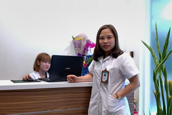 Bác sĩ Hoa là một bác sĩ rất hòa đồng và vui vẻ với đồng nghiệp