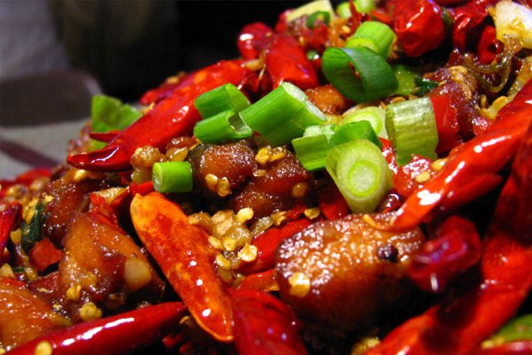Cắt amidan phải kiêng ăn thực phẩm khô cứng, cay nóng