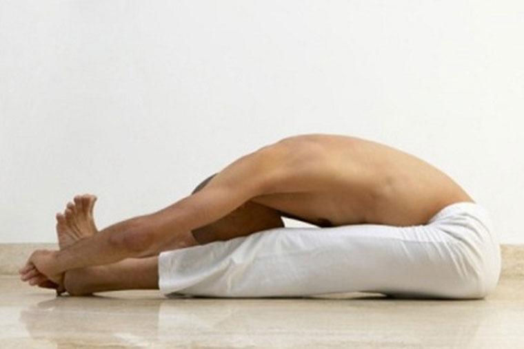 Động tác gập người vừa dễ thực hiện lại giúp nam giới cải thiện chức năng sinh lý an toàn