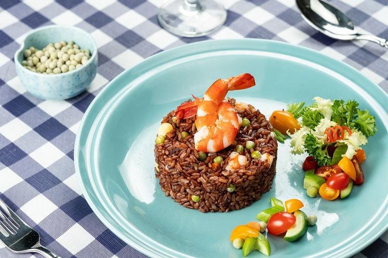 Gạo lức và đậu hà lan là các thực phẩm giàu kẽm, tốt cho bệnh nhân chàm môi
