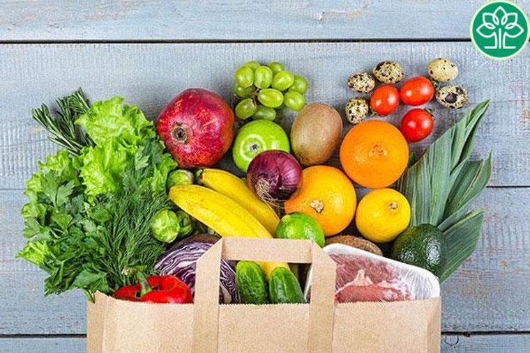 Lựa chọn những thực phẩm có tính mát và ít gây kích ứng như các loại rau củ, trái cây