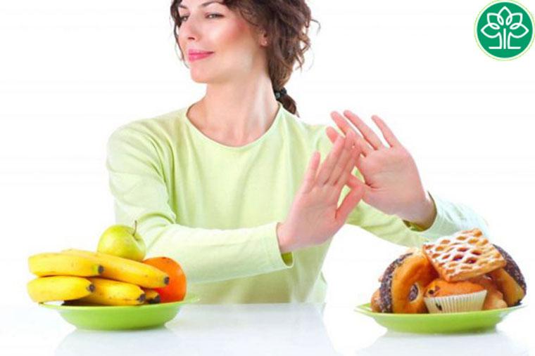 Hạn chế ăn đồ ngọt và ăn nhiều hoa quả rau xanh giúp tăng sức đề kháng