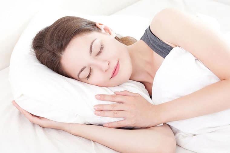 Cân bằng thời gian làm việc, nghi ngơi, tham gia các hoạt động thẻ dục thể thao giúp phòng tránh bệnh viêm họng hiệu quả