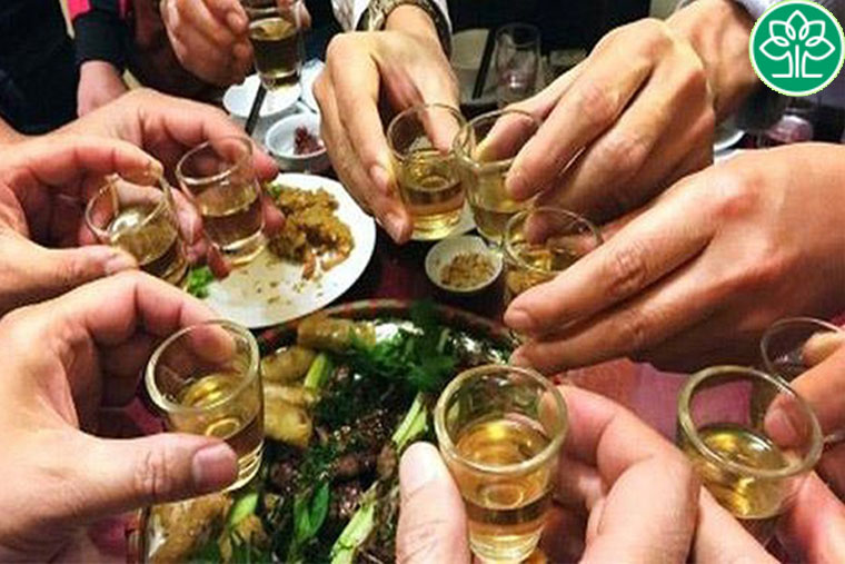 Uống nhiều rượu, bia là một trong những nguyên nhân gây ung thư amidan