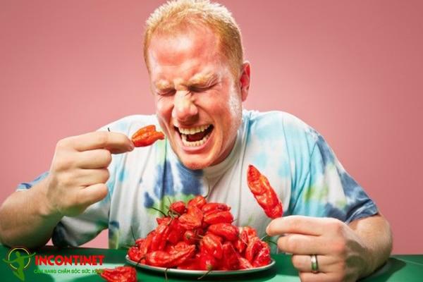 Nên hạn chế sử dụng các thực phẩm cay nóng