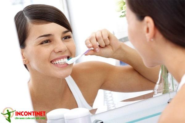 Vệ sinh răng miệng chưa tốt là một trong những nguyên nhân viêm amidan