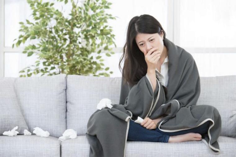 Sức đề kháng yếu khiến vi khuẩn xâm nhập gây nổi mề đay