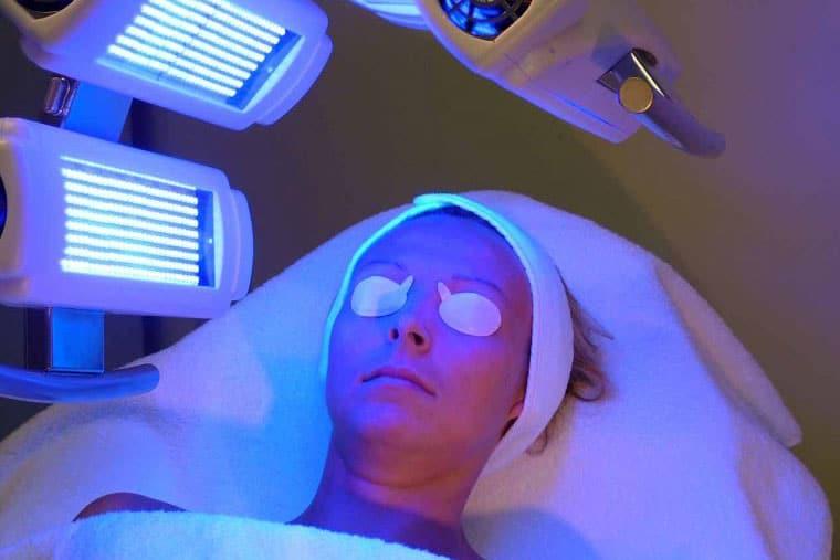 Phương pháp quang trị liệu trong chữa trị chàm thể tạng