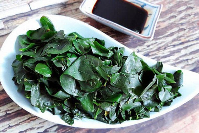 Khi ăn rau ngót luộc cần chế biến chín kỹ, uống cả phần nước