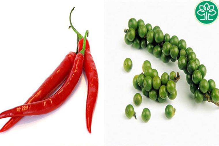 Sau sinh không nên ăn hạt tiêu và ớt