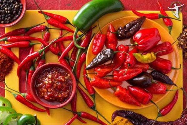 Tránh tuyệt đối thức ăn cay nóng để không bị nổi mề đay