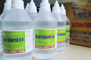 Nước muối sinh lý có tính sát khuẩn nhẹ, làm sạch da hiệu quả