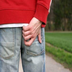 Bệnh tổ đỉa ở mông gây khó chịu