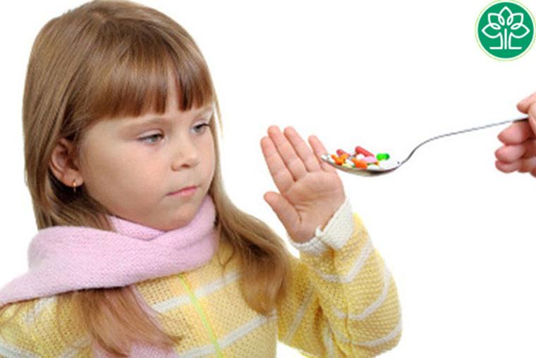 Không tự ý mua và sử dụng thuốc chữa viêm amidan cho trẻ khi không có chỉ dẫn của bác sĩ