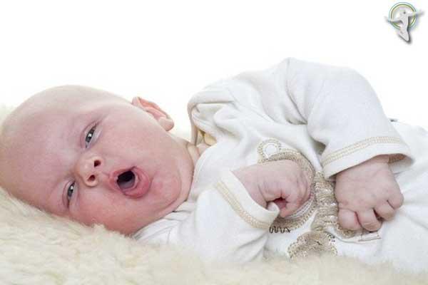 Trẻ sơ sinh bị nôn nếu như bị mề đay lâu ngày