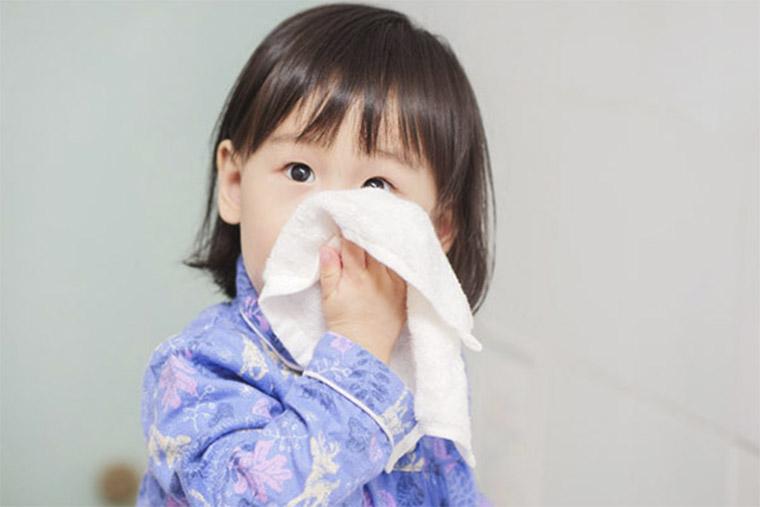 Trẻ bị ho do cảm lạnh