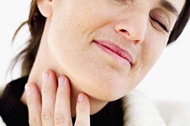 Amidan quá phát khiến bệnh nhân có cảm giác đau, ngứa họngluôn khiến bệnh nhân có cảm giác đau, ngứa họng