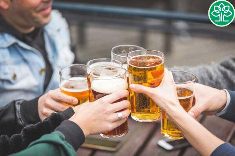 Nội tiết tố thay đổi đột ngột nếu uống bia liên tục