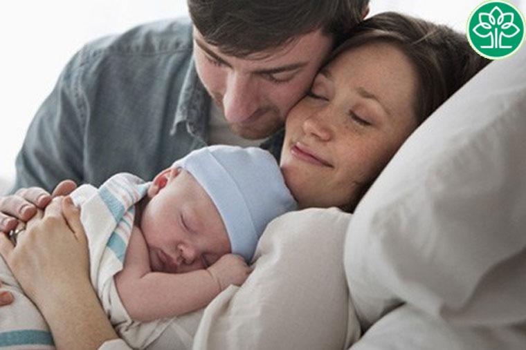 Bố mẹ bị viêm da cơ địa thì khả năng con mắc bệnh rất lớn với tỷ lệ lên tới 79%
