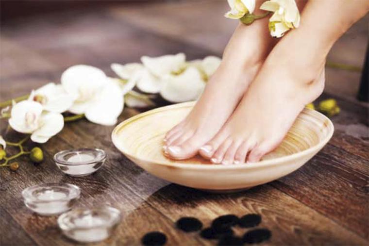Vệ sinh vùng da bị tổn thương sạch sẽ tránh nhiễm trùng