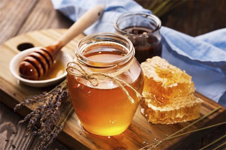 Mật ong cung cấp độ ẩm cho da, thúc đẩy phục hồi nhanh chóng