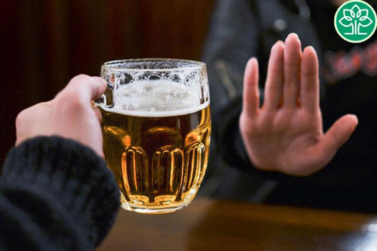 Không nên uống bia, thay vào đó sử dụng nước lọc để có cơ thể khỏe mạnh