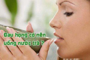 Đau họng có nên uống nước trà