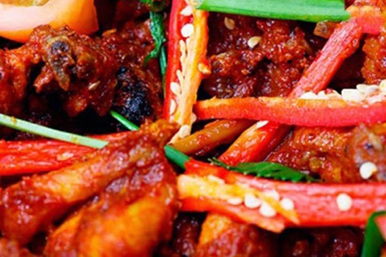 Khi bị viêm họng hạt nên kiêng thức ăn cay nóng