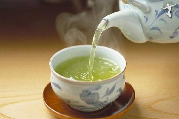 Nhâm nhi 1 chén trà nóng là cách giảm đau họng rất hiệu quả