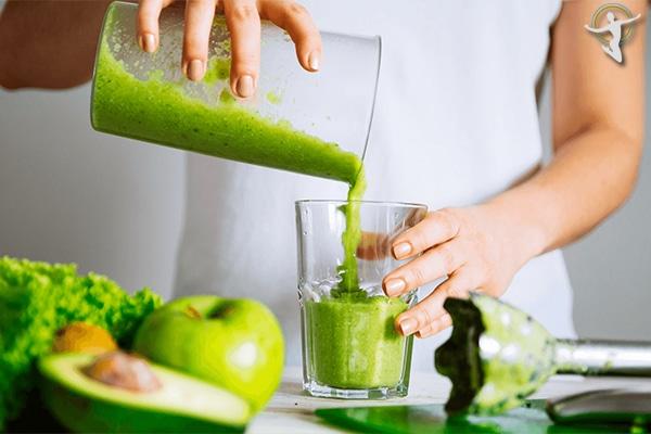 Khi bị viêm họng nên tăng cường uống nước hoa quả, đặc biệt là những loại quả chứa nhiều vitamin C
