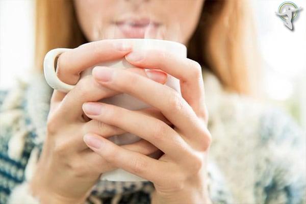 Thường xuyên uống nước nóng rất tốt cho người bị viêm họng