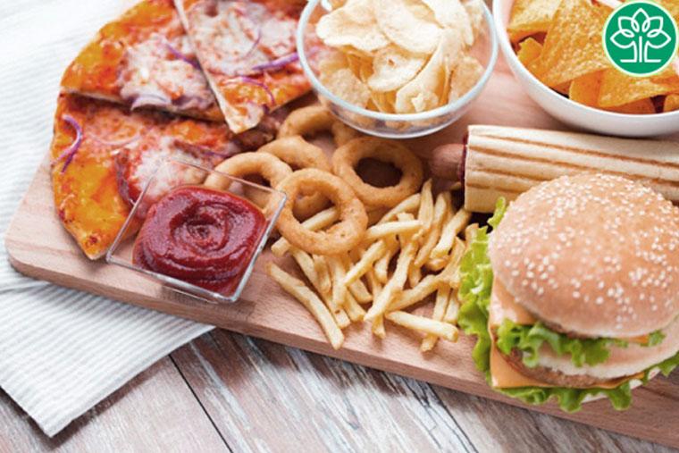 Viêm phế quản phổi không nên ăn thức ăn nhiều dầu mỡ